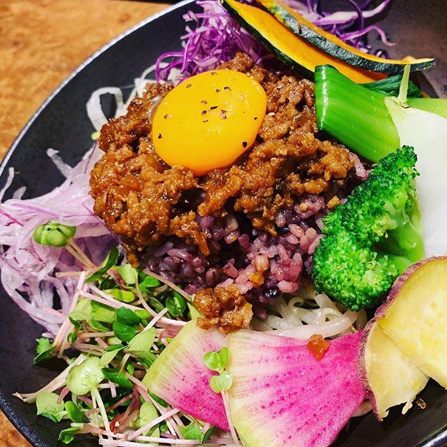🥦カラフルな野菜たち🥕今日は@torimayu122 さんと4月27,28日に開催する【La Shicゲリラショップ】の打ち合わせを兼ねてランチをご一緒していただきましたカラフルな野菜たちにテンションが上がります【La Shicゲリラショップ】もカラフルで可愛いアイテムが勢ぞろいしますよ❣️今回の目玉は【La Shic happy bag】サイズ別福袋ですどうぞ、お楽しみに️#LaShicゲリラショップ#気になるカフェ cocoro#4月27日#4月28日#みんな来てね#新名神#川西icすぐ (Instagram)