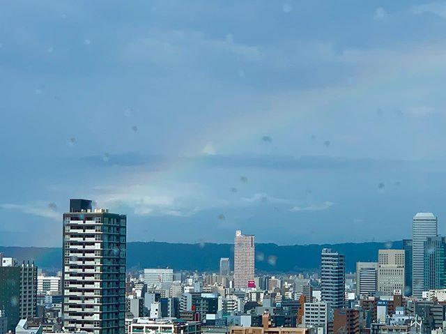 出張アニコミュ講座今日は大阪市内へアニマルコミュニケーション講座の出張レッスンでした。私は幸せもの🥰動物達がご縁をつないでくれてお仕事をさせていただける。ふと外を見ると綺麗な虹が…いつもありがとうございます。#アニマルコミュニケーション講座#アニマルコミュニケーションtalkwithcocoro#ありがとうございます (Instagram)