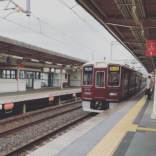 阪急電車らぶ昨日、今日と大好きな阪急電車に乗りゴキゲンでごさいますこの1010と書かれた車輌なんとなーくTOTOに見える#阪急電車#1010 (Instagram)