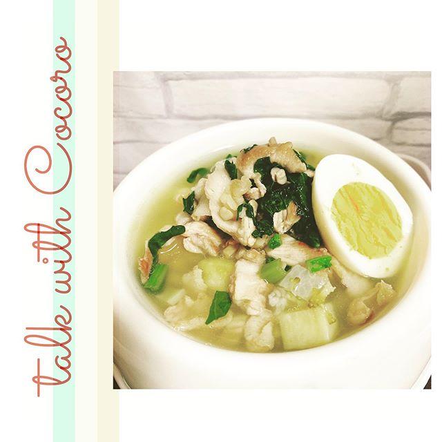 きのこも好きだよ今日は豚肩ロースと小松菜を炒めました。しめじとえのきも入ってますよきのこ類はカロリーが低めで食物繊維も豊富。薬膳では補気益胃といって気を補い胃のはたらきを高めてくれると考えます#ペット食育 #ペット薬膳#アニマルコミュニケーション#ペットライフコミュニケーター#上恵野倖子 (Instagram)
